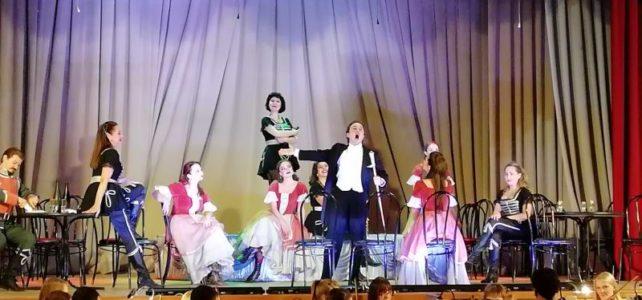 18 октября в Еманжелинске с гастролями побывали Челябинский Государственный Академический театр оперы и балета им. М. И. Глинки.